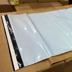 černobílé obálky, plastové obálky, výroba obálek na zakázku, igelitové obálky, výroba igelitových obálek, výroba plastových obálek, výroba obálek na oblečení, obálky na oblečení, obálky eshop, plastové obálky eshop